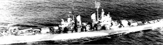 «Куинси» в водах Атлантического океана, конец мая 1944г. На катапультах установлены гидросамолеты Воут OS2U «Кингфишер», которые позже, в июне, использовались для корректировки стрельбы главного калибра крейсера по германцам на участке высадки «юта» в Нормандии. Крейсер окрашен по схеме Measure 32/18d: Light Gray/Ocean Gray/Dull Black.
