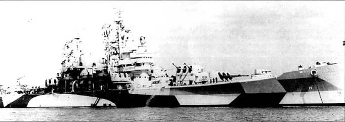 «Куинси» в окраске Measure 32/18d: Light Gray/ Ocean Gray/Dull Black, снимок мая 1944г. Крейсер, подобно большинству <a href='https://arsenal-info.ru/b/book/2414474991/4' target='_self'>тяжелых крейсеров</a> военной постройки, был построен заводом Бислихэм Стил в Куинси. Корабль спущен ни воду 23 июня 1943г., вступил в строй IS декабря 1943г. Крейсер вошел в состав 12-го флота, действовавшего в водах Европы. Принимал участие во вторжении в Европу, поддерживая огнем высадку американских войск на участке десантирования «Юта».