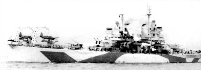 Пара гидросамолетов Воут OS2U «Кингфишер» из эскадрильи VCS-10 на катапультах крейсера «Куинси», май 1944г. После участия во вторжении в Нормандию, крейсер перешел на Средиземное море для поддержки десанта в Южную Францию, который состоялся в августе 1944г. Из Средиземного моря крейсер отправился на ремонт в США, а затем убыл на Тихий океан.