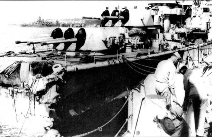 «Питтсбург» пришел на Гуам без носовой оконечности. Нос корабль потерял в тайфуне, но остальная часть корпуса выдержала натиск стихии. Два моряка в доке осматривают повреждения крейсера, удивляясь каким образом калека дошел своим ходом до порта. За бои на Тихом океане крейсер «Питтсбург» получил две боевых звезды.