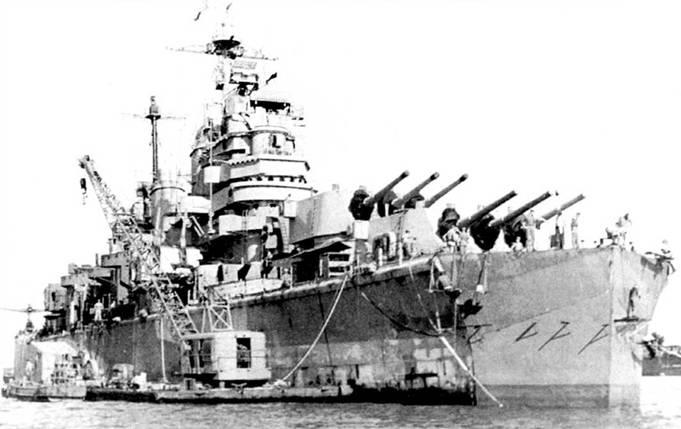 «Питтсбург» с временной носовой оконечностью, пристроенной на Гуаме для перехода в Штаты в Бремертон, шт. Вашингтон. День Победы над Японией застал крейсер «Питтсбург» в ремонте. После окончания ремонта крейсер вывели в резерв, но с началом войны в Корее и 1950г. «Питтсбург» снова был призван в строй.