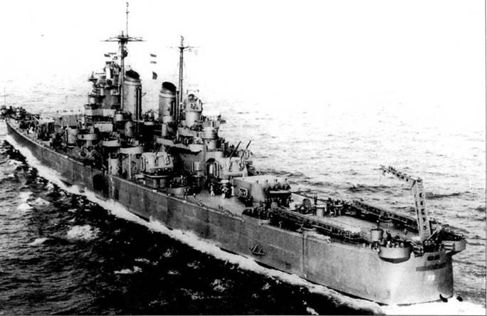 «Сент-Пол» — самый заслуженный из крейсеров типа «Балтимор» -17 боевых звезд: за Вторую мировую войну — одна, Корея — восемь и Вьетнам — восемь. После вводи в строй и учебного похода, корабль пришел на Тихий океан, где присоединился к TF-38. «Сент- Пол» окрашен но схеме Measure 21, NAVY Blue System. Цилиндрический объект на корме является дымогенератором.