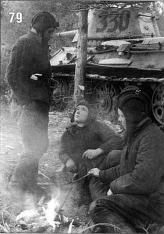 Экипаж танка T-34/76: ст. сержант В.Ефимов, ст. сержант М.Буриков и старшина А.Давыдов. Ленинградский фронт. 1944 г.