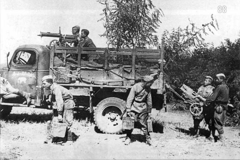 Грузовой автомобиль «Шевроле» разведывательных частей 4-го гвардейского механизированного корпуса. Румыния. Лето 1944 г.
