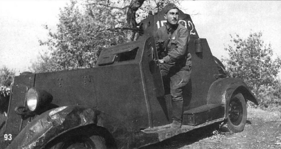 Бронеавтомобиль БА-20 и его командир орденоносец ст. сержант М.К.Азаров. Сталинградский фронт. 14 октября 1942 г.