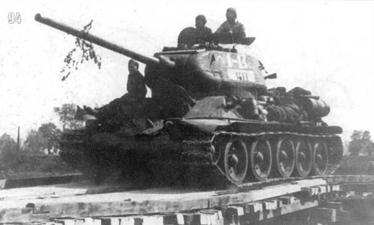 Т-34/85 10-го Гвардейского танкового корпуса (13-я машина 1-го батальона 63-й Гвардейской танковой бригады). Лето 1944 г.