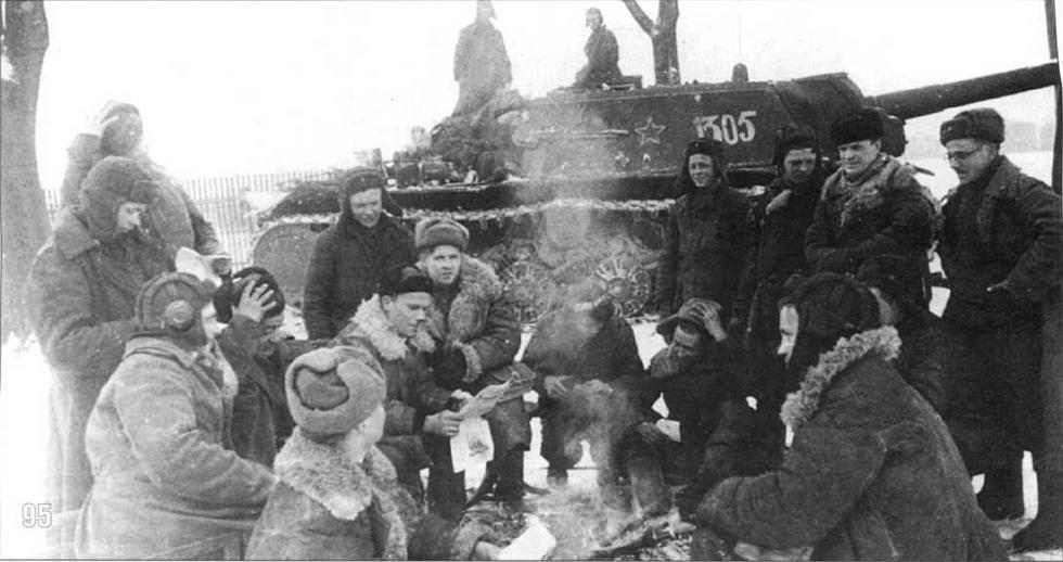 СУ-152 в районе Познани. Польша, 1945 г.