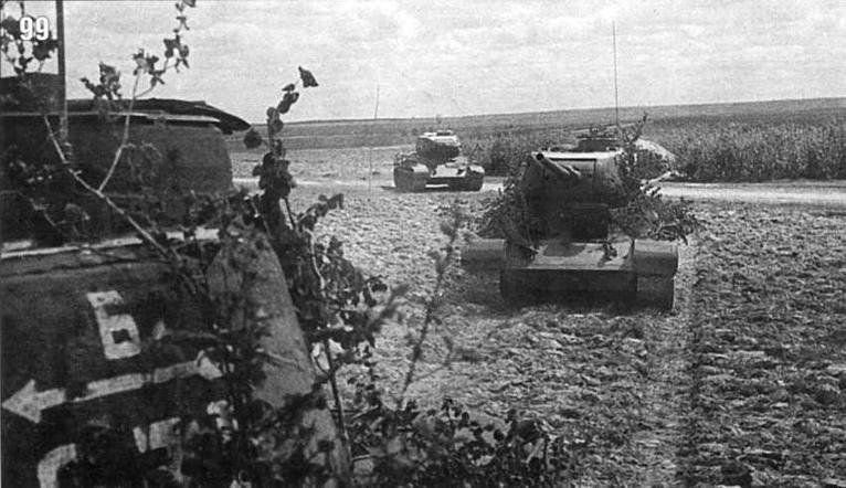 Колонна танков Т-34/85 25-й гвардейской танковой бригады 2-го гвардейского танкового корпуса Юго-Восточнее Витебска. Лето 1944 г.
