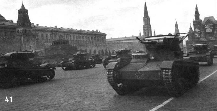 Танки Т-26 1-й Московской Пролетарской дивизии на параде на Красной Площади в Москве. 1 мая 1937 г.