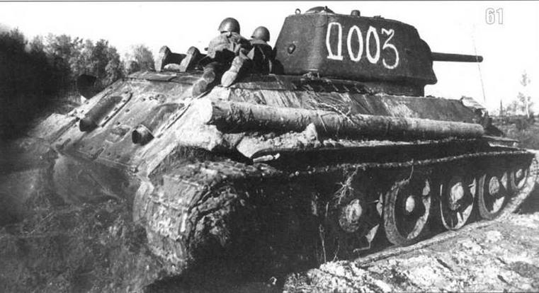 T-34/76 с танковым десантом на борту ведет бой. Западный фронт. Лето 1943 г.