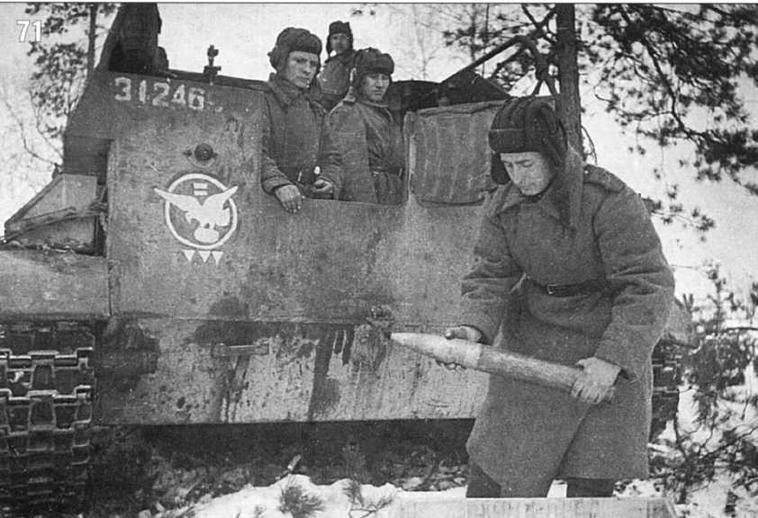 СУ-76 8-й самоходно-артиллерийской бригады. Лучший экипаж бригады (1-е орудие 3-й батареи 2-го дивизиона. Белорусский фронт. Февраль 1944 г.