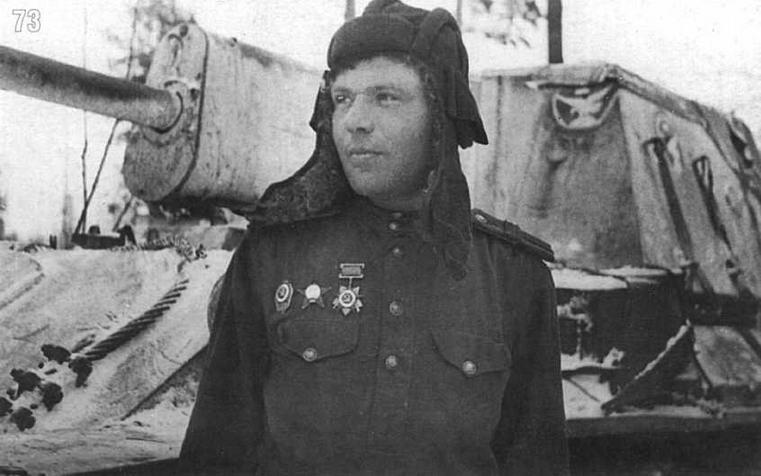 СУ-76 8-й самоходноартиллерийской бригады. На переднем плане — механик-водитель машины старшина Н.И.Лихоманов. Белорусский фронт. Февраль 1944 г.