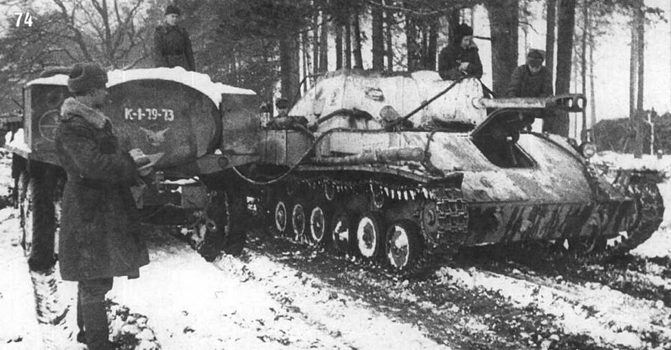 СУ-76 8-й самоходно-артиллерийской бригады. Заправка машины горючим. Белорусский фронт. Февраль 1944 г.