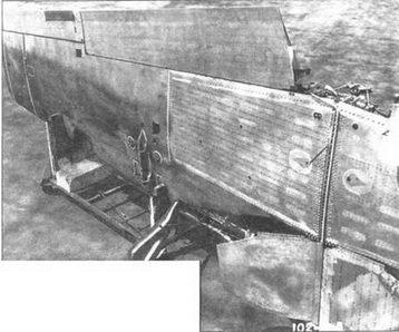 Крыло Р-51В/С в сборе. Видны панели ниш топливных баков, щитки стоек шасси и крышки колесных ниш.