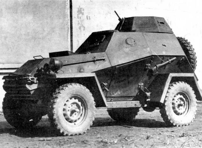 Серийный бронеавтомобиль БА-64Б. Осень 1943 года. Лючки бокового обзора у механика-водителя появились в мае 1943-го