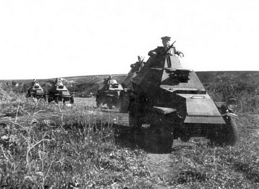 Взвод бронемашин БА-64 под командованием гвардии лейтенанта Токарева в разведке. 3-й Украинский фронт, 1-й механизированный корпус, 1943 год