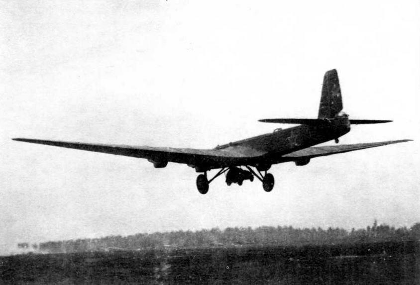 Бронеавтомобиль БА-64Б проходил испытания в качестве штатной боевой техники воздушно- десантных войск. В 1943 году была осуществлена подвеска этой машины под бомбардировщиком ТБ-3