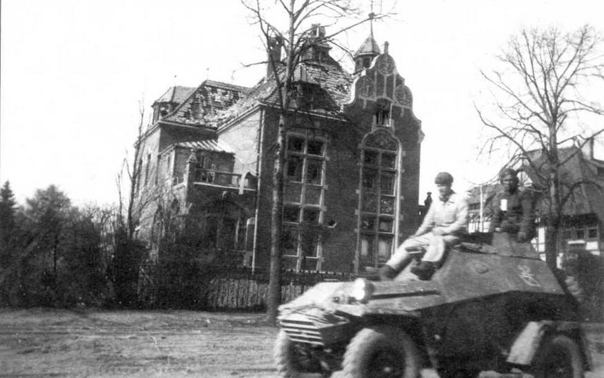 Бронеавтомобиль БА-64Б проезжает по улице Кенигсберга. 1945 год