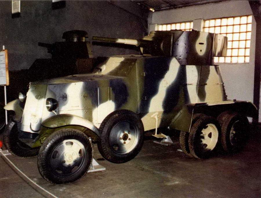 В экспозиции Военно-исторического музея бронетанкового вооружения и техники в подмосковной Кубинке находятся единственные в мире сохранившиеся экземпляры бронеавтомобилей БА-27М (фото слева) и БА-3 (внизу)