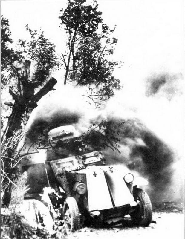 Горящий бронеавтомобиль БА-27, или БА-27М, подбитый в первые дни Великой Отечественной войны. Лето 1941 года