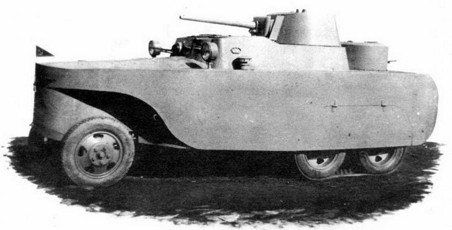 """Бронеавтомобиль- дрезина БАД-2 на железнодорожном (вверху) и обычном ходу. Поверх пневматических шин задних ведущих мостов надеты вездеходные гусеничные ленты """"Оверолл"""""""