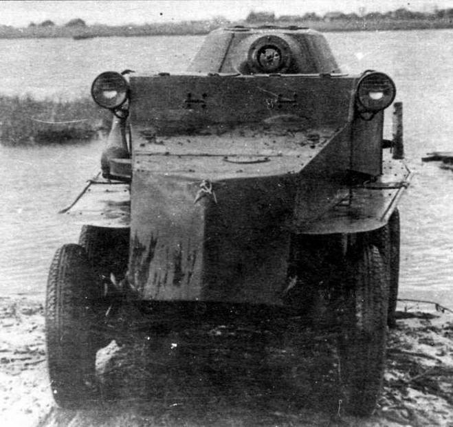 Бронеавтомобиль ПБ-7, изготовленный на Ижорском заводе в 1937 году (по другим данным — в октябре 1936-го), являлся развитием ПБ-4.