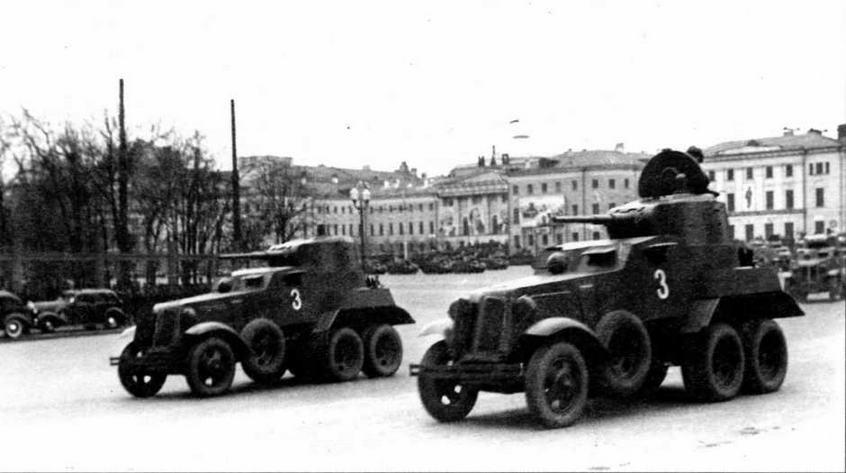 Бронеавтомобили БА-10 по пути на Красную площадь. 1 мая 1940 года