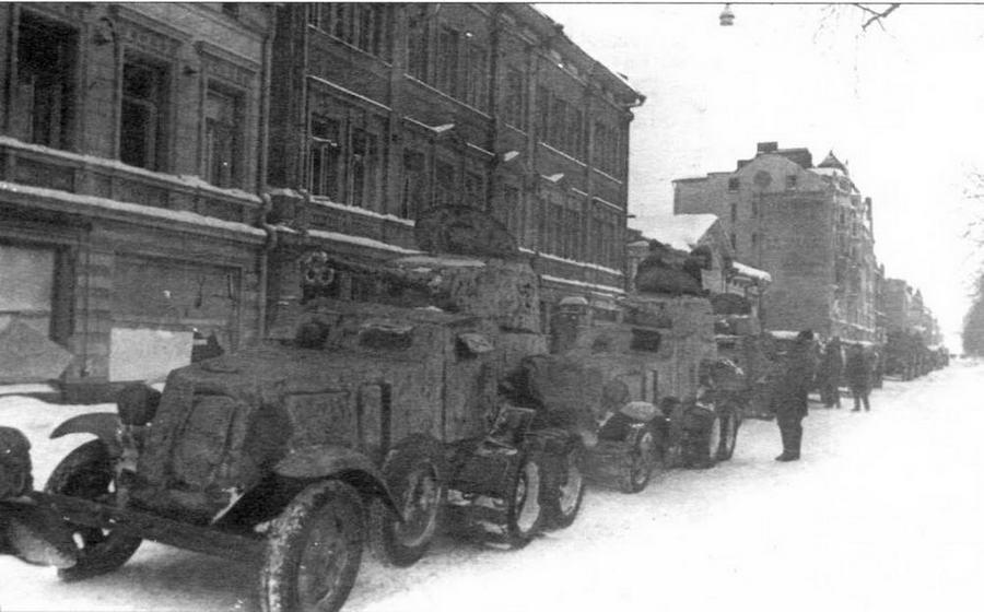 Советские войска на улицах освобожденного Выборга. 15 марта 1940 года