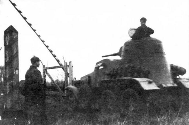 Бронеав том об иль БА-10 пересекает польскую границу. <a href='https://arsenal-info.ru/b/book/3120003187/16' target='_self'>17 сентября 1939</a> года
