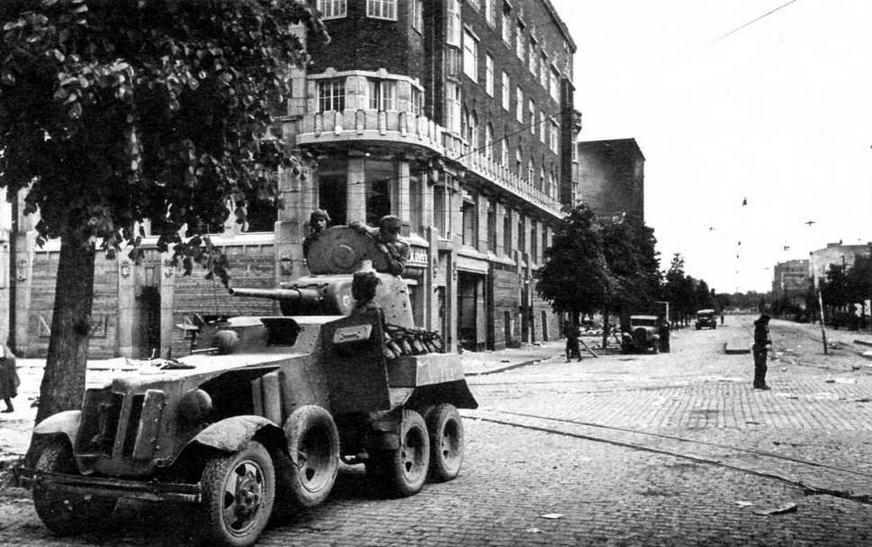 Бронеавтомобиль БА-10 на улице Выборга. Ленинградский фронт, лето 1944 года