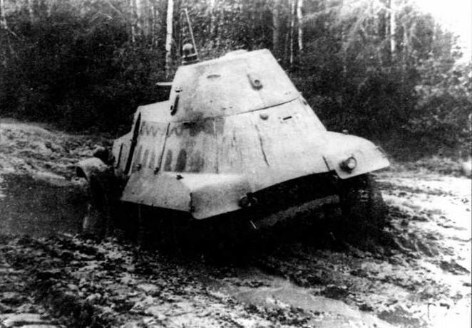 БА-11 во время испытаний. Отсутствие привода на все колеса сильно ограничивало проходимость машины