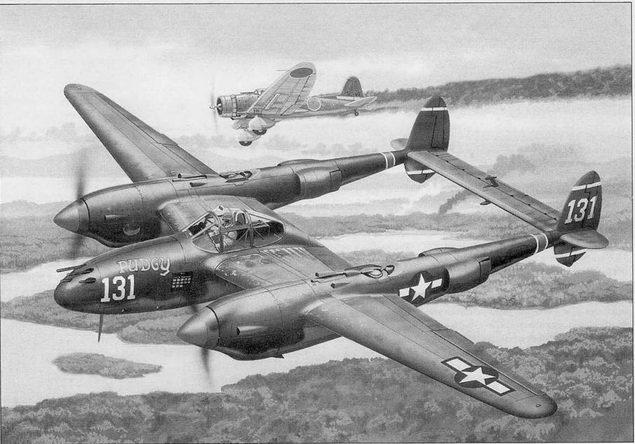 В кабине Р-38Н Томми Макгвайр. На заднем плане дымит сбитый им японский пикировщик Val, 26 декабря 1943 г. Во время этого боевого вылета Томми сбил пять японских бомбардировщиков, доведя свой боевой счет до 16 подтвержденных побед.