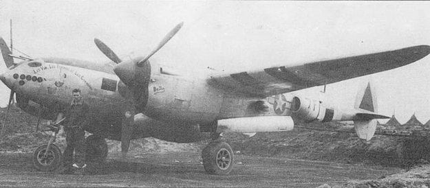 «Les Vin, Les Femmes, et Les Chansons» – по-французски: Вино, Женщина и Песня. На этом самолете летал майор Сабо, командир 485-й эскадрильи в конце 1944г. Самолет – P-38J-25 (44-23675) с посадочной фарой в носке крыла и с тормозными щитками.