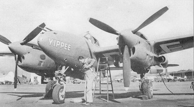 Мило Бархэм готовится к первому полету на «YIPPEE» – 5000-м «Лайтнинге». «YIPPEE» – Р- 3SJ-20, самолет был окрашен в ярко-красный цвет, название написано белой краской в носовой части фюзеляжа с обоих бортов и на нижних поверхностях обоих плоскостей крыла.
