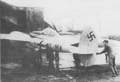 Этот P-38J был вынужден приземлиться в Германии. Немцы отремонтировали самолет до летного состояния и использовали его для тренировок своих нилотов воздушному бою с «Лайтнингами». Еще один трофейный Р-38 использовали в боях итальянцы, на том самолете был сбит по меньшей мере один бомбардировщик В-17.