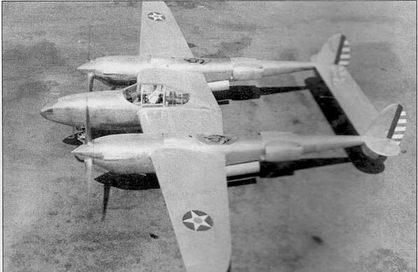 Первый YP-38 выкатили в сентябре 1940 г. На YP-38 целиком перекомпоновали мотогондолы, воздухозаборники маслорадиаторов перенесены непосредственно под воздушные винты, увеличены обтекатели радиаторов на хвостовых балках. Гнутый козырек фонаря кабины выполнен цельным.