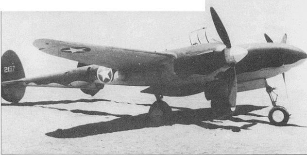 Фототразведчик F-4-1-L0, Северная Африки, январь 1943 г. Фототразведчики F- 4-1-L0 переделывались из истребителей Р-38Е путем замены вооружения двумя фотокамерами К-17.
