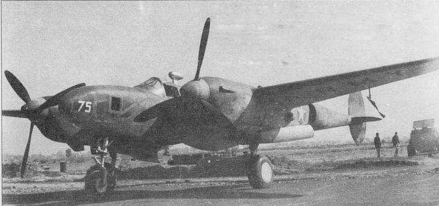F-4A-1 из 8-й фототразведывательной авиагруппы, Индия. Над фонарем установлена антенна радиокомпаса в каплеобразном обтекателе. Самолет окрашен в черный цвет, поверх слоя черной краской нанесен импровизированной камуфляж белой краской разной интенсивности. Отличием F-4A-1 являлось большое квадратное окно в борту фюзеляжа под панорамную камеры для боковой съемки.