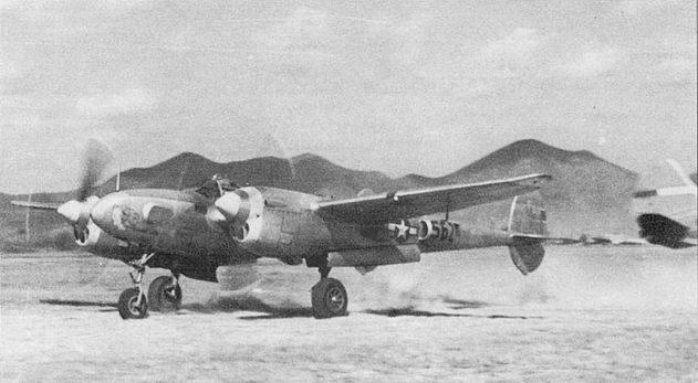 F-5E-3 из 21-й фотразведывателыюй эскадрильи взлетает с аэродрома Хсиан, Китай, 1945 г. «Scandalous Lady» – один из 105 P-38.J, модернизированных в разведчик F-5E-3.