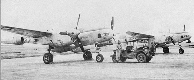 Пара разведчиков из 8-й фототразведывательной эскадрильи, Йонтан, 1945 г. Завод в Далласе модернизировал 63 «<a href='https://arsenal-info.ru/b/book/1467792136/4' target='_blank'>Лайтнинга</a>» в разведчики F-5G-6. На обоих самолетах в обтекателях под носовыми частями фюзеляж ей установлены антенны радиокомпасов.