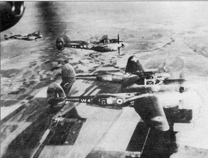 Три французских F-5G-6 из GR-2/33 в полете над Европой, 1945 г. Свободная Франция получила фоторазведчики Г-4 и F-5 согласно Акту о ленд-лизе. Французские кокарды накрашены поверх американских опознавательных знаков.