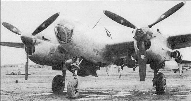 P-38J Droop Snoot из 96-й истребительной эскадрильи 82-й истребительной авиагруппы, Винченцо, Италия. На самолет подвешено три 500-фунтовые бомбы и один 165-галлонный топливный бак. На самолетах Droop Snoot мачта радиоантенны устанавливалась под углом.