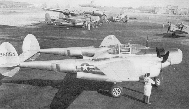 Самолеты Р-38 Pathfinder переделывались из истребителей P-38J/L. Если в вариант Droop Snoot истребители дорабатывались в полевых условиях, то конверсия «Лайтнингов» в «Следопыты» производилась только на заводе в Далласе.
