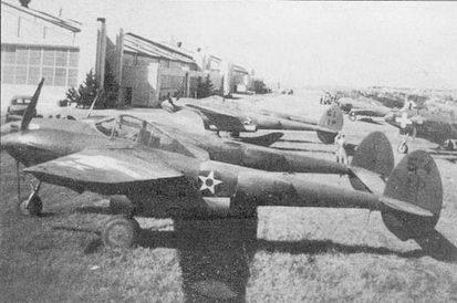 P-38D «белых» из 1st PG, Рандольф-Филд, Техас, 1941 г. На P-38D ставились бронестекла и протектированные топливные баки.