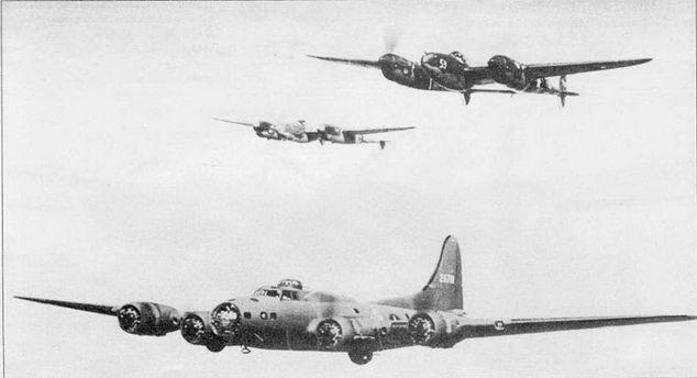 Пара Р-38Е из 54-й эскадрильи сопровождает В-17 из 36-й бомбардировочной эскадрильи в полете на бомбометание японцев на острове Кыска.