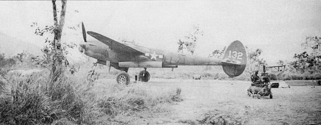 P-38F из 431-й истребительной эскадрильи 475-й истребительной авиагруппы па аэродроме Порт-Морсби, Новая Гвинея. Командующий 5-й воздушной армией генерал Джордж Кенни считал 475-й группу своим «личным» резервом. С мая 1943 г. до окончания войны нилоты группы одержали в воздушных боях 540 побед.