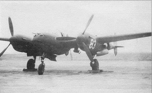 P-38G со 100-фунтовыми практическими бомбами на внешней подвеске, Флорида, конец 1943 г. Внешне P-38G не отличился от P-38F, на P-38G стояли доработанные системы управления двигателями.