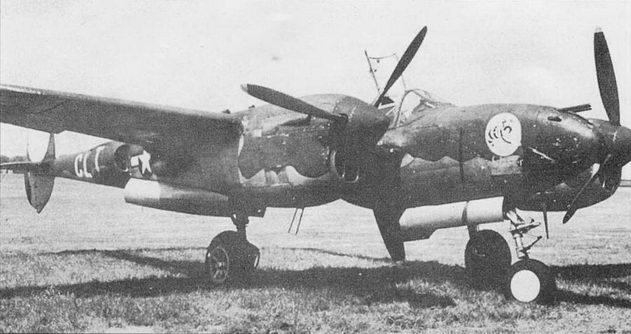«Stinger» – P-38J из 338-й эскадрильи 55-й истребительной авиагруппы, Насамрстед, Англия. Верх-грязно-оливковый, низ – нейтрально-серый. Весной 1944 г. с завоеванием превосходства в воздухе союзники отказались от окраски самолетов.