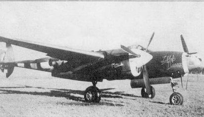«LibbufNanny/Roxi» – P-38J из 77-й эскадрильи 20-й истребительной авиагруппы, травяной аэродром Кингз-Клифф. Правый руль направления поврежден в бою. Нос фюзеляжа не окрашен. Белые полосы нанесены в надежде па то, что немцы спутают боевой «Лайтнинг» с невооруженным Droop Snoot'ом.