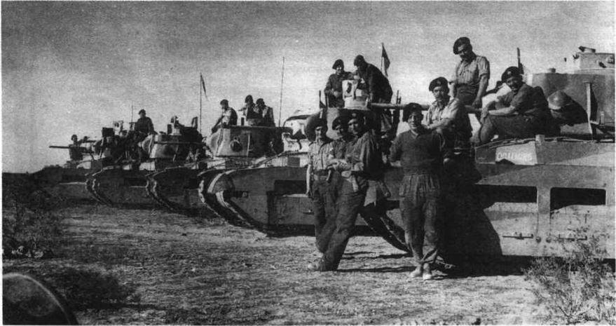 """Экипажи 7-го Королевского танкового полка и их """"Матильды"""" перед началом операции """"Компас"""". Декабрь 1940 года"""